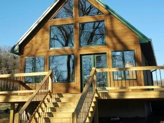 Nice Cottage with Hot Tub and Television - Jamestown vacation rentals