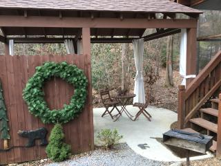 CreeksideGetaway,DayBedFireplaceArcadeFirePit!King - Pigeon Forge vacation rentals