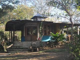 Nice Bungalow with Kettle and Housekeeping Included - La Cruz vacation rentals