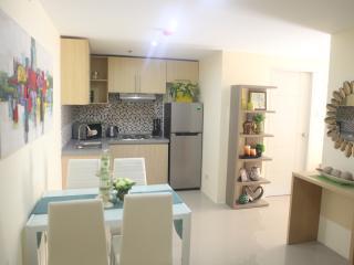 New 2BR near Robinsons Magnolia Mall - Quezon City vacation rentals