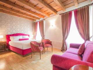 LADY CAPULET - The Baroness Apartment - Verona vacation rentals