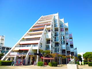 Romantic 1 bedroom La Grande-Motte Condo with Elevator Access - La Grande-Motte vacation rentals