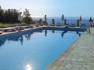 4 BEDROOMED APARTMENT, SLEEPS 8, GRAND TERRACE - Cabris vacation rentals