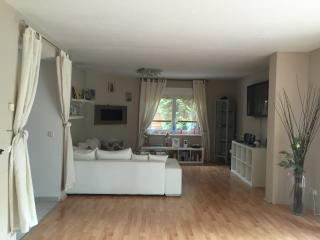 Nice House with Internet Access and Shared Outdoor Pool - Oranienburg vacation rentals