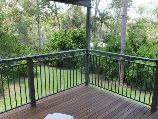 A cosy cottage in a forest setting - Brisbane vacation rentals
