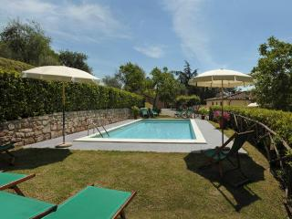 Lovely 4 bedroom Pescaglia House with Internet Access - Pescaglia vacation rentals