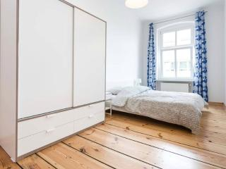 Nice Condo with Dishwasher and Central Heating - Berlin vacation rentals