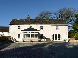 CURRADOON HOUSE, detached farmhouse, solid fuel stove, sun room, parking, garden, in Dungarvan, Ref 932008 - Woodstown vacation rentals