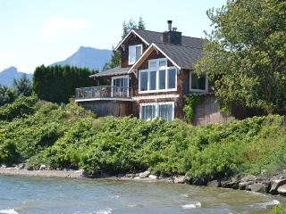 "Waterfront ""Columbia Gorge River House""! Stunning Views & Private Water Access! - Stevenson vacation rentals"