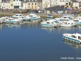 Beautiful Sable-sur-Sarthe Houseboat rental with Central Heating - Sable-sur-Sarthe vacation rentals