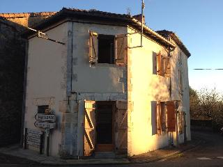 2 Bed House, sleeps 4. Situated in this lovely French village by the lake. - Lesignac-Durand vacation rentals