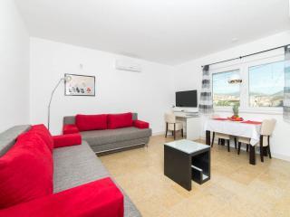 Ark 4* secluded suite, II-V, Bat - Stobrec vacation rentals