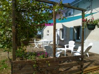 3 bedroom Gite with Internet Access in Saint Martin de Coux - Saint Martin de Coux vacation rentals