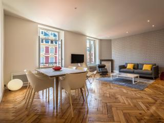 Stunning 2 BR apartment, in the heart of Biarritz - Biarritz vacation rentals