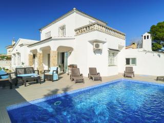 Preciosa casa con piscina, Empuriabrava. Carmanso - Empuriabrava vacation rentals