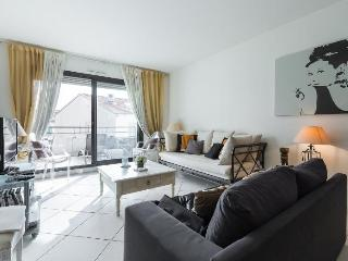 Luxury 3 Bedroom Cannes Apartment, 90 rue d'Antibe - Cannes vacation rentals