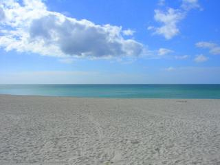 BEACH FRONT - Kona Beach Club - Fort Myers Beach vacation rentals