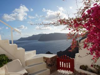 The White cavehouse in Oia - Oia vacation rentals