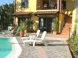 Sunny 1 bedroom Vinci Apartment with Internet Access - Vinci vacation rentals