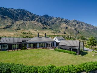 Spacious 4 bedroom House in Queenstown - Queenstown vacation rentals