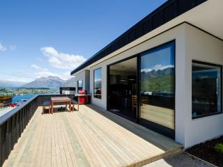 4 bedroom House with Balcony in Queenstown - Queenstown vacation rentals