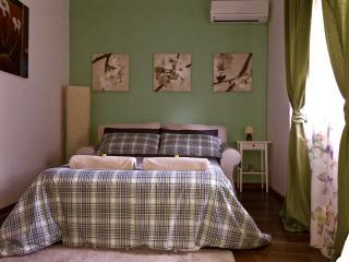 CAMERA MATRIMONIALE IN VILLA GIOVANNA-piano terra - Ragalna vacation rentals