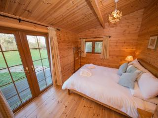 Beautiful Cabin with Internet Access and Satellite Or Cable TV - Burnham-On-Sea vacation rentals