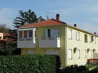 Nice Apartment with Short Breaks Allowed and Long Term Rentals Allowed - Garica vacation rentals