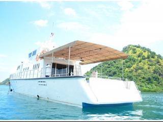 RANGGA ALO YACHT | LUXURY YACHT CHARTER TO KOMODO - Labuan Bajo vacation rentals