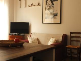 Cozy 2 bedroom Castelsardo Apartment with Balcony - Castelsardo vacation rentals