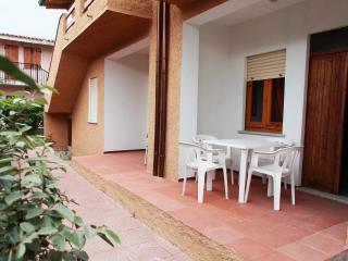 Appartamenti Mare Blu Trilocale 4 - Isola Rossa vacation rentals
