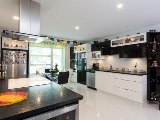 Superbe appart neuf au 1er étage 2 ch 4 ad+1 enf - Quebec City vacation rentals