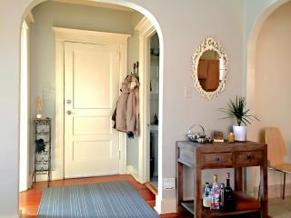 2 bd Vacation Flat - Ideal Walkable NW 21st Locale - Portland vacation rentals