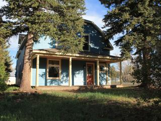 Downtown Chama, 2 minute walk to the train & food! - Chama vacation rentals