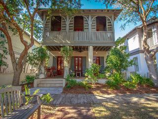 Charming, family-friendly cottage with green play space in heart of Rosemary Beach - Cotton-Carrigan Cottage - Rosemary Beach vacation rentals