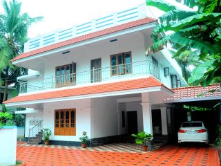 6 bedroom Bed and Breakfast with Internet Access in Trichur - Trichur vacation rentals