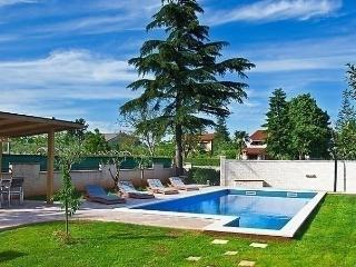 Sunny House with Internet Access and Dishwasher - Divsici vacation rentals