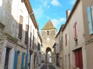 Bright 3 bedroom Duras House with Internet Access - Duras vacation rentals