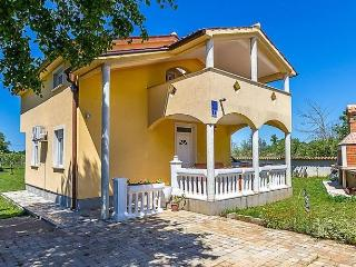 3 bedroom House with Internet Access in Liznjan - Liznjan vacation rentals
