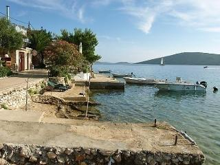 Sunny 1 bedroom Molat Island Apartment with Internet Access - Molat Island vacation rentals