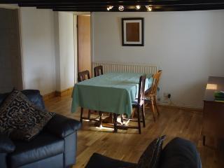 Cozy 3 bedroom Boncath House with Parking - Boncath vacation rentals