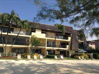 Large Penthouse on Spectalular Seven Mile Beach - Seven Mile Beach vacation rentals
