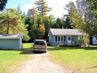 Nice 3 bedroom House in Sauble Beach with Satellite Or Cable TV - Sauble Beach vacation rentals