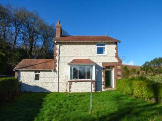 PENSYCHNANT COTTAGE, detached, private enclosed garden, nr Penmaenmawr, Ref 921866 - Penmaenmawr vacation rentals