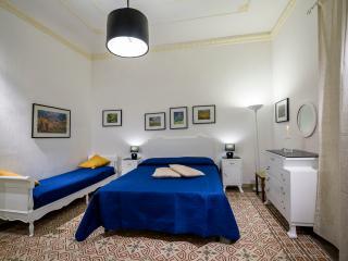 Lavanda luminoso appartamento - Castellammare del Golfo vacation rentals