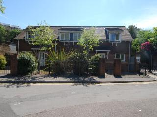 No 4, Beautiful 2 bedrooms, Close Beach and Town - Bournemouth vacation rentals
