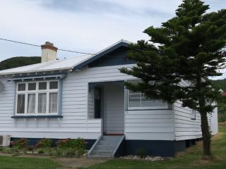 Cozy 3 bedroom Cottage in Invercargill with Parking - Invercargill vacation rentals