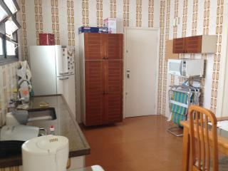 Apartamento na Enseada em ótima localização - Guaruja vacation rentals