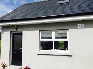 Cosy village holiday home to explore Yeats country - Ballintogher vacation rentals