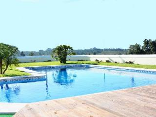 Nice Villa with Internet Access and A/C - Charneca da Caparica vacation rentals